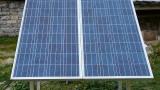 Tesla uvádí solární střechy a vylepšené baterie Powerwall 2 pro domy