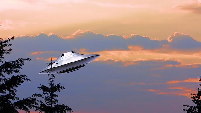 Další důkaz o existenci UFO! Natočili ho nad Londýnem