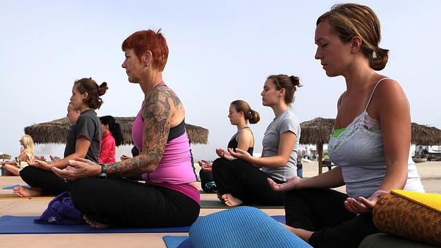 Přijďte si zdarma zacvičit jógu na oslavu Mezinárodního dne jógy