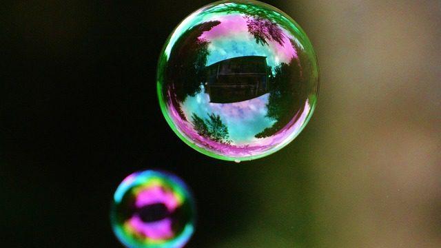 Antalii: Mýdlové a portálové bubliny