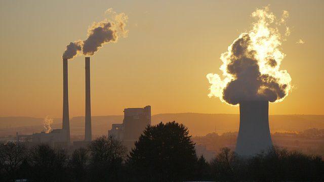ČEZ je v Evropě na předposledním místě. Polovinu elektřiny vyrábí z uhlí. Navzdory plánu na uzavírání běží uhelné elektrárny dál. Prvním kandidátem na uzavření je elektrárna Počerady