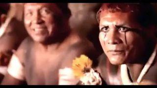 Amazonští indiáni šokují, když reagují na obrazy našeho světa