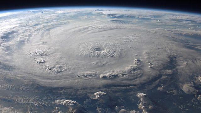 Americký tajný projekt: Dokáží desítky vysílačů ovládat bouře a vyvolat zemětřesení?